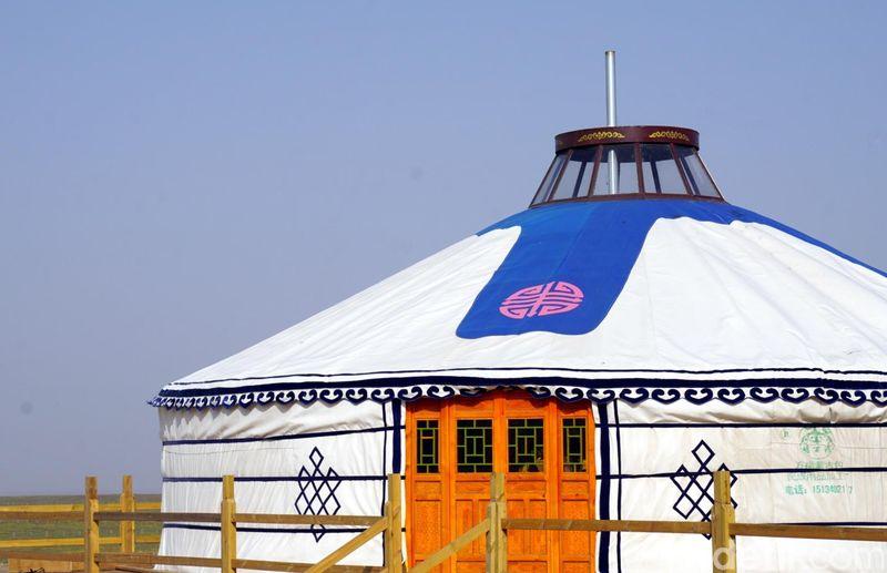Inilah Ger, rumah tenda Suku Mongol yang unik. Dalam bahasa Mongol, Ger berarti rumah. Nama lain dari Ger adalah Yurts. Ini adalah Ger di Inner Mongolia, China (Wahyu/detikTravel)