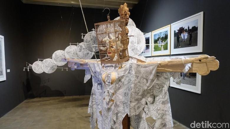 Donny Damara dan Ari Tulang Apresiasi Karya Seni di Art Jog 11 Foto: Tia Agnes/ detikHOT
