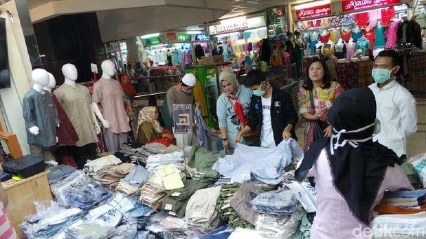 Pedagang Baju Muslim Tanah Abang Ngaku Omzet Turun