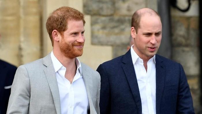 William dan Harry meluncurkan layanan pesan kesehatan jiwa. (Foto: REUTERS/Toby Melville)