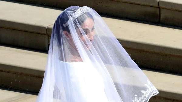 Penampilan Meghan Markle dengan Gaun Putih