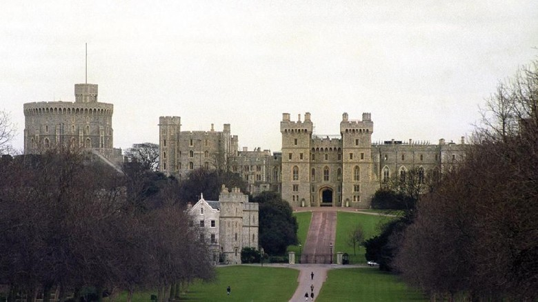 Inggris merupakan negara kerajaan. Tak elak, banyak istana mewah berdiri di negara Ratu Elizabeth tersebut.