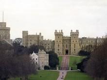 Marahnya Staf Ratu Elizabeth Melihat Turis Pipis Sembarangan