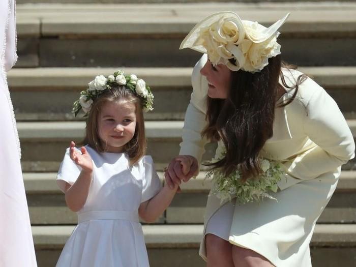 Kate Middleton dan Putri Charlotte di pernikahan Pangeran Harry. Foto: Getty Images