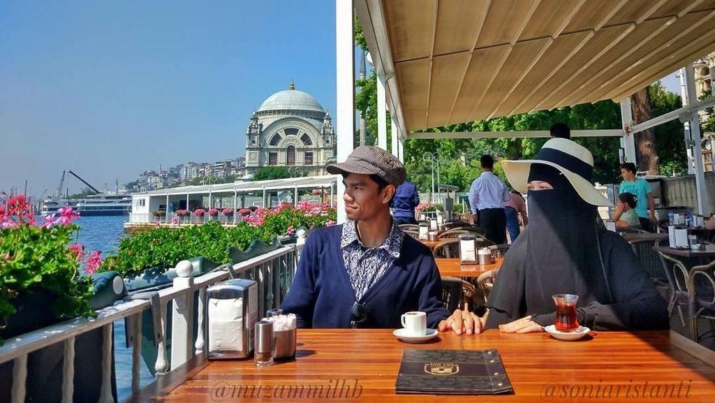 Keren! Gaya Muzammil, Qari Muda Asal Aceh Saat Ngopi hingga Makan Pasta