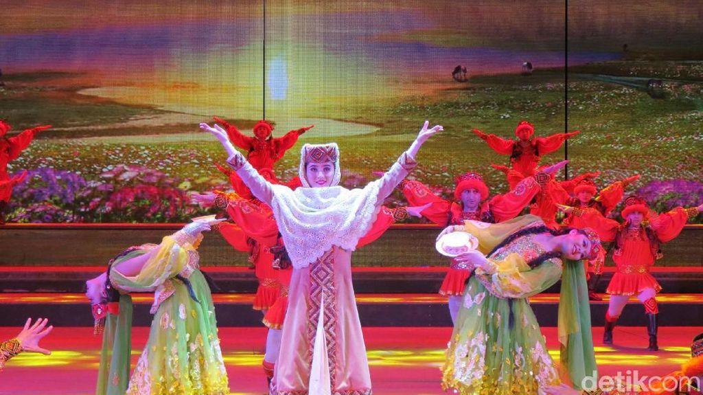 Spektakuler! Teater Budaya Jalur Sutra yang Penuh Warna