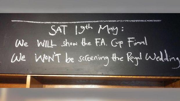 Ajakan di salah satu pub di Inggris.