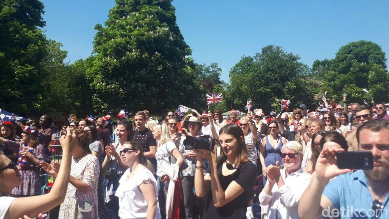 Tepuk Tangan Meriah di Windsor Saat Harry dan Meghan Resmi Menikah