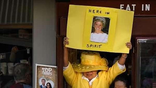 Antusias Warga Inggris di #RoyalWedding Harry-Meghan Markle