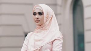Syahrini Rambah Bisnis Hijab, Netizen Sebut Harganya Kemahalan