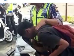 Ini Cerita di Balik Pemotor Kesurupan Saat Ditilang Polisi