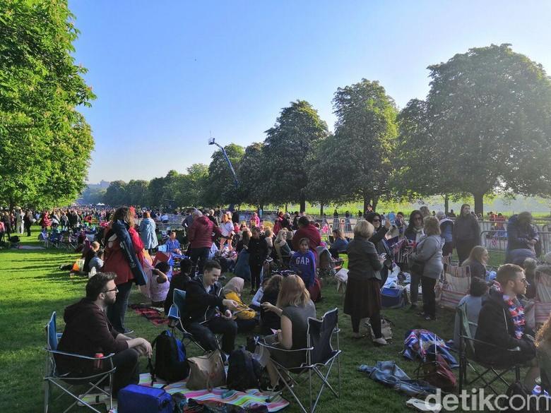 Asyik Piknik Sambil Menanti Royal Wedding Pangeran Harry-Meghan
