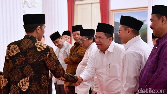 Momen Jokowi, Fahri Hamzah dan Fadli Zon bertemu di Istana untuk buka puasa bersama.