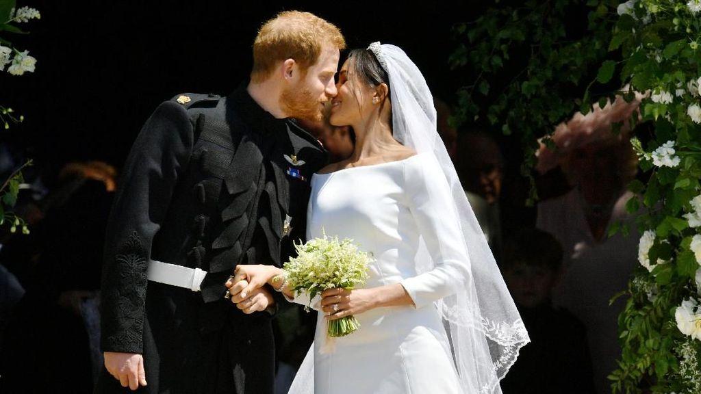 Romantis! Ciuman Pertama Pangeran Harry-Meghan Markle