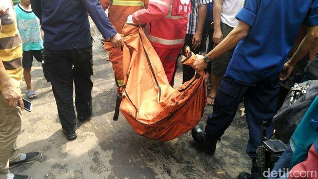 Bocah korban tewas dievakuasi