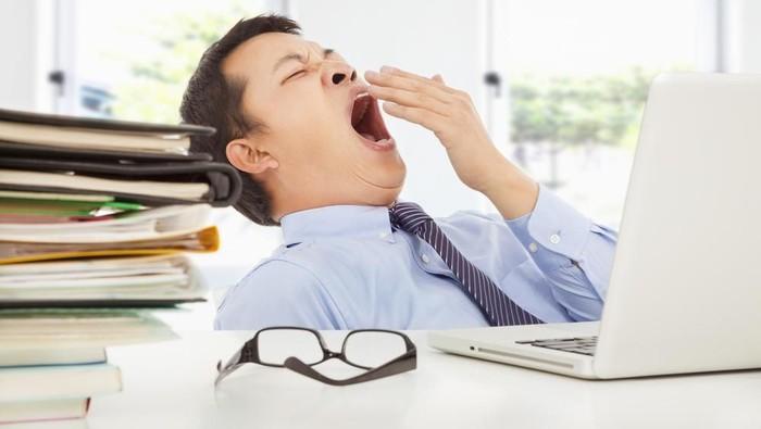 Beberapa orang mungkin bisa merasa ngantuk di siang hari saat berpuasa. (Foto: Shutterstock)