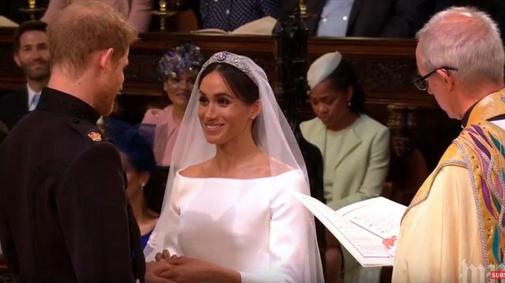 Mesranya Genggaman Tangan Pangeran Harry untuk Meghan