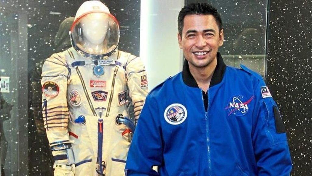 Cerita Astronot Muslim Soal Puasa di Luar Angkasa