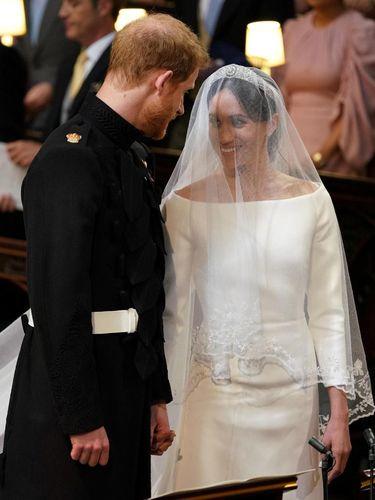 Meghan Markle memakai gaun pengantin Givenchy di hari pernikahannya.