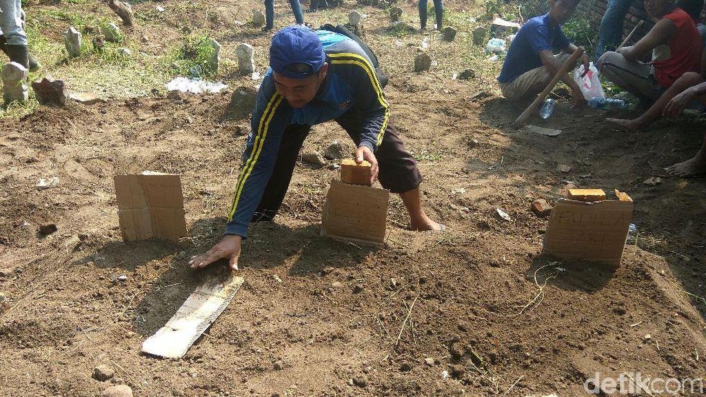 7 Bomber di Surabaya Dimakamkan Dalam 3 Liang Lahat