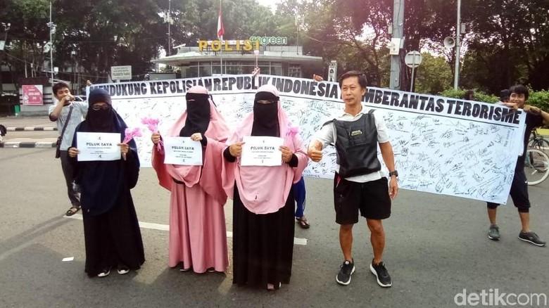 3 Wanita Bercadar Ikut Aksi Dukung Polri Berantas Terorisme di CFD