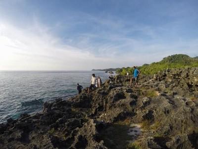 Cliff Jumping yang Bikin Deg-degan di Bawean