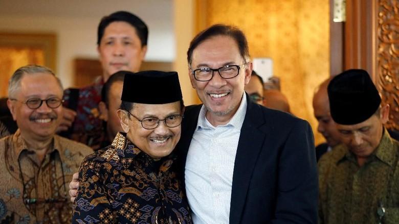 Kisah Dekatnya Habibie dan Anwar Ibrahim