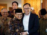 Potret Kemesraan BJ Habibie dan Anwar Ibrahim