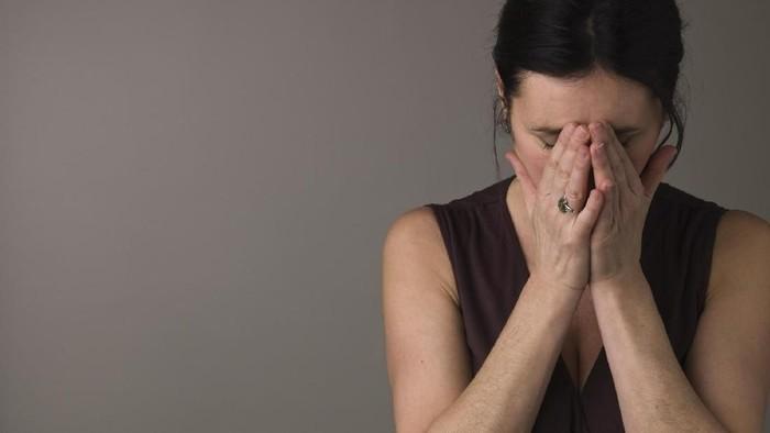 Seorang wanita mengalami kerusakan mata akibat paparan sinar UV (Foto: thinkstock)
