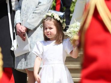 Imut banget dalam balutan dress putih dan mahkota bunganya. (Foto: Getty Images)
