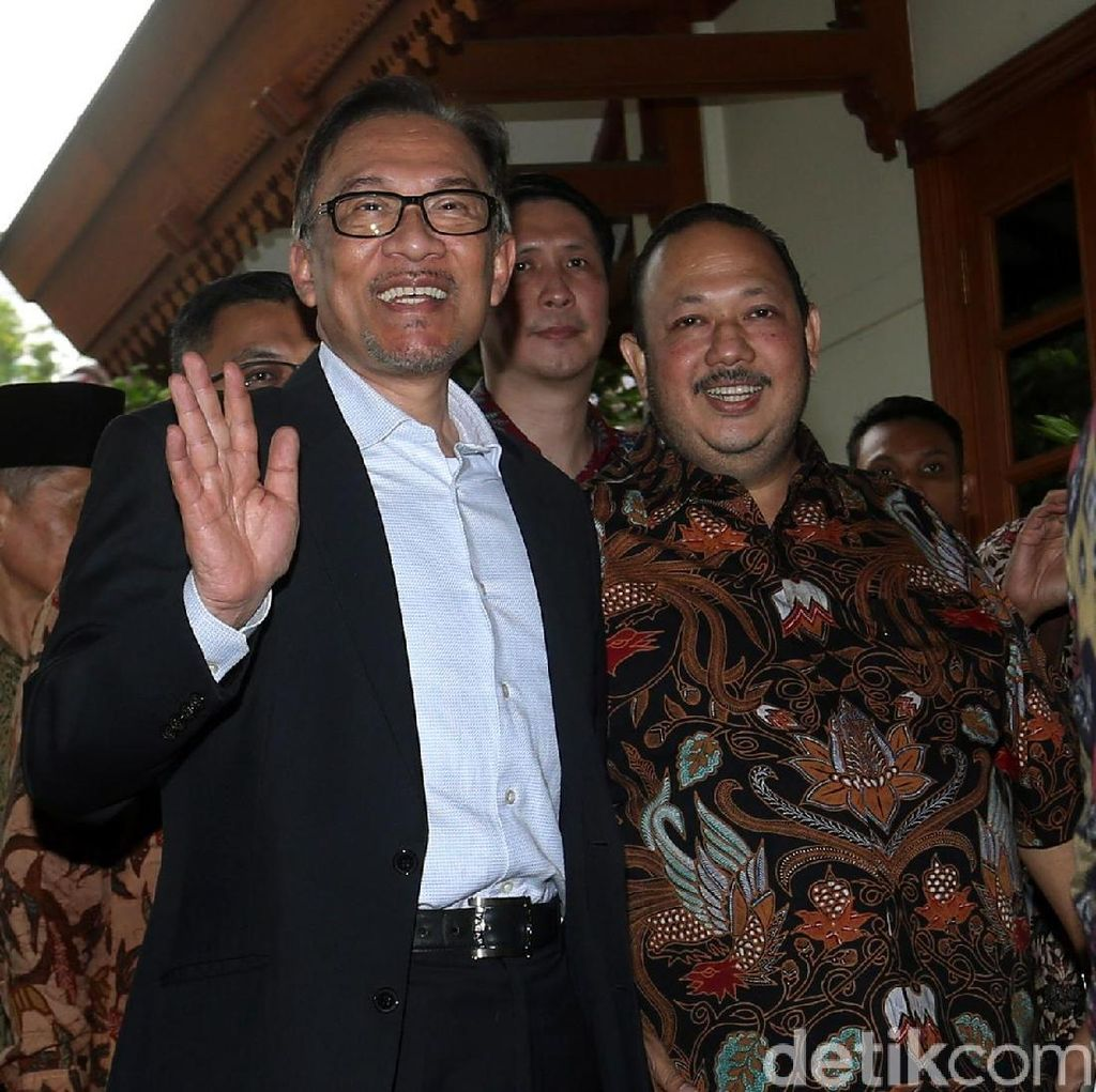 Anwar Ibrahim Minta Najib Razak Ikuti Proses Hukum