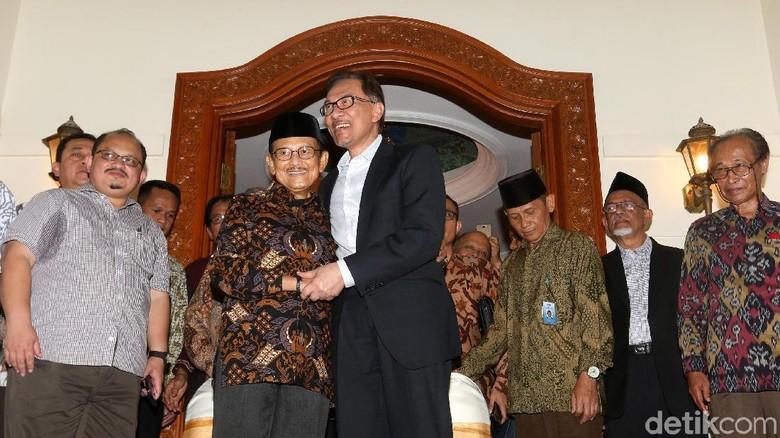 Berduka, Anwar Ibrahim Kenang Jasa BJ Habibie Menjaganya Usai Keluar Penjara