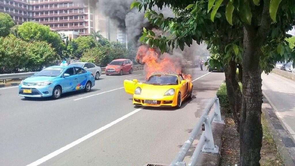 Mobil Tiba-tiba Terbakar Seperti di Slipi, Bagaimana Asuransinya?