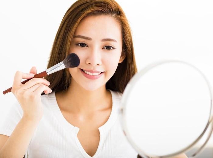 Ilustrasi Dandan Makeup