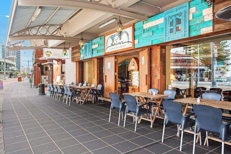 Di Gold Coast, ada 2 masjid yang bisa dikunjungi yakni Islamic Society of Gold Cost & Harbour Town Musalla. Ada juga beberapa restoran Timur Tengah seperti Le Star di Nerang Street, Shiraz Authentic dan Arabesque Bazaar (Shiraz Gold Coast)