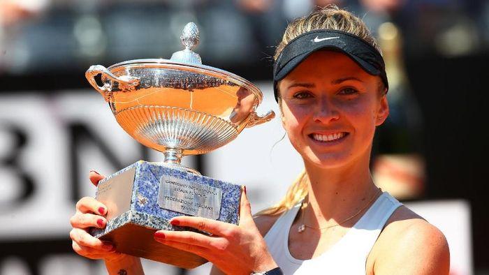 Petenis Ukraina Elina Svitolina menjuarai Italia Terbuka setelah mengalahkan Simona Halep di final (Foto: Tony Gentile/Reuters)