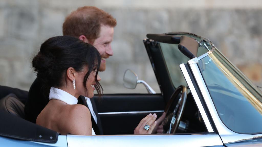 Kekinian, Pangeran Harry Kendarai Mobil Listrik ke Pesta Resepsi