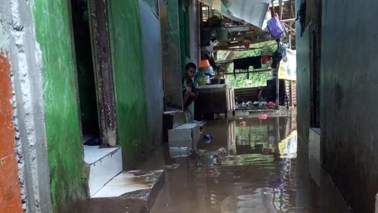 Sempat Capai 50 Cm, Banjir di Kampung Melayu Mulai Surut