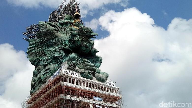 Setelah 28 tahun tidak ada kabar, pembangunan patung Garuda Wisnu Kencana (GWK) di Jimbaran, Kabupaten Badung, Bali, akhirnya mendekati garis finish, Minggu (20/5/2018). Patung setinggi 121 meter dari atas permukaan tanah atau 271 meter dari atas permukaan laut (dpl) ini telah mencapai 70 persen.