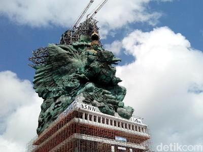 Patung GWK Hampir Rampung, Mahkota Dewa Wisnu Sudah Dipasang