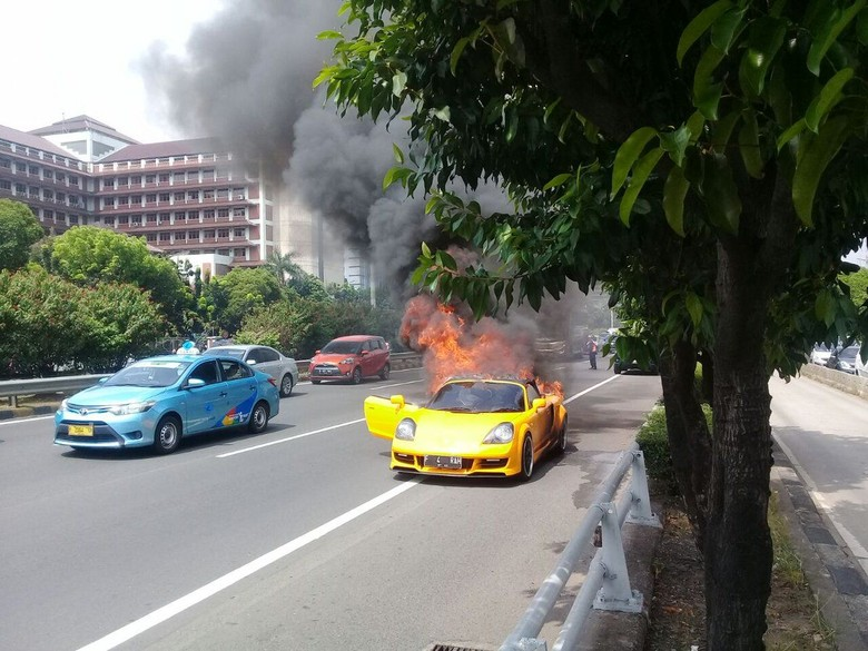 Pemilik Toyota MR2 Spyder yang Terbakar di Tol Slipi Mahasiswa
