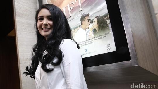 Senyum Manis Ayushita yang Bikin Jatuh Hati