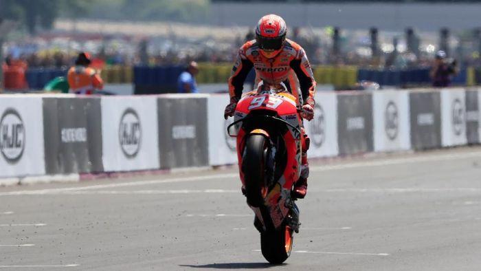 Marc Marquez saat meraih kemenangan di MotoGP Prancis 2018 (Foto: Gonzalo Fuentes/Reuters)
