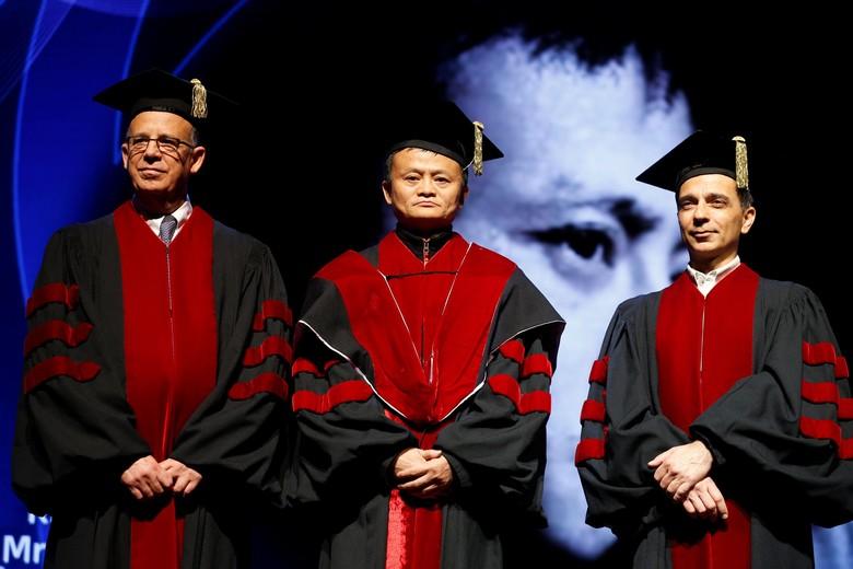 Pada Mei 2018, Jack Ma mendapat gelar kehormatan doktor honoris causa dari Tel Aviv University di Israel. Ia berkunjung ke Israel untuk urusan bisnis dan menjajaki peluang di sana.Foto: Reuters