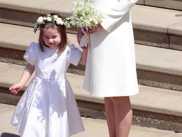 Meski matahari cukup terik, Putri Charlotte sepertinya happy-happy saja. (Foto: Getty Images)