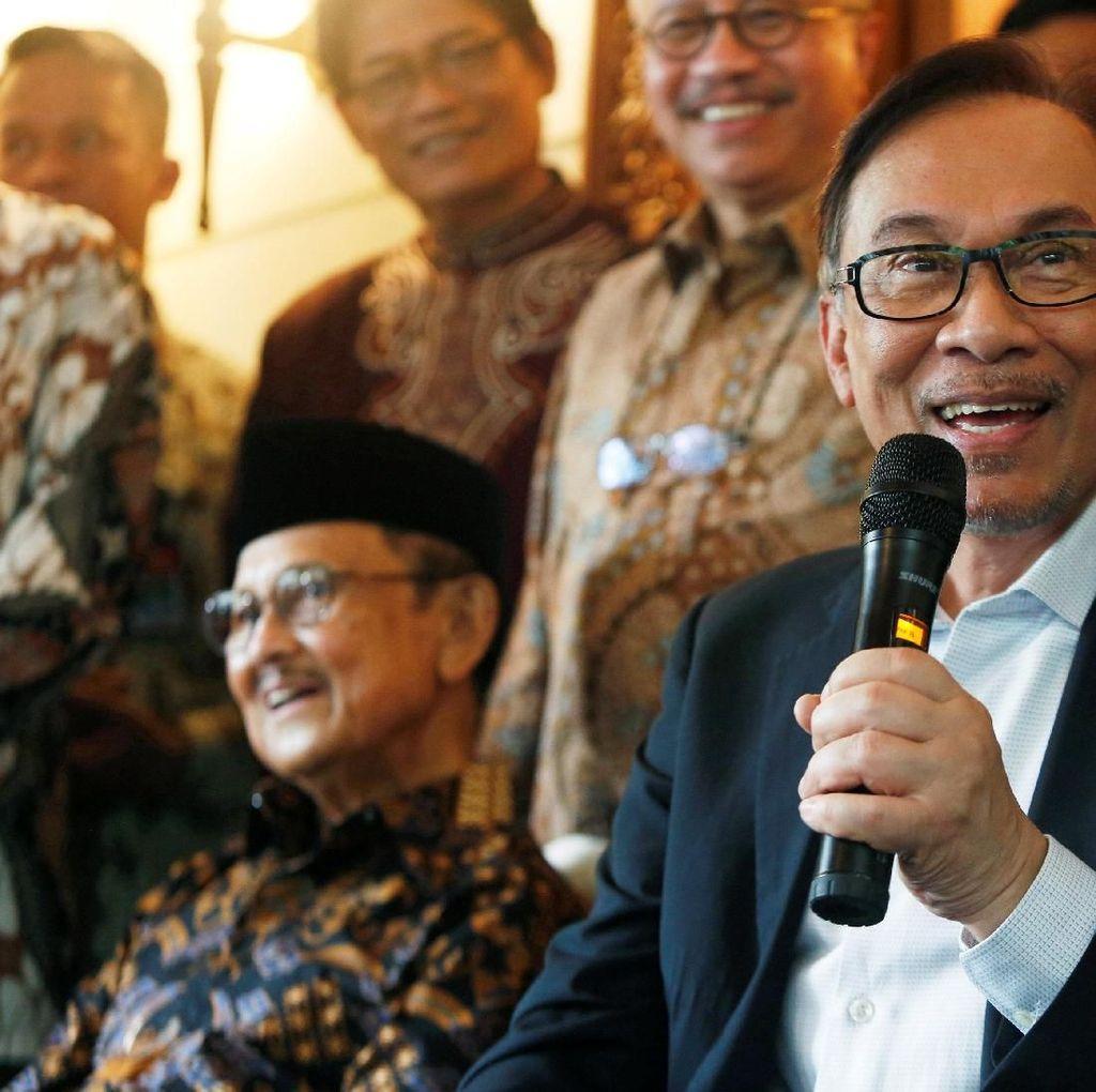 Anwar Ibrahim Ungkap Dukungan ke Mahatir Bukan Hanya karena Politik