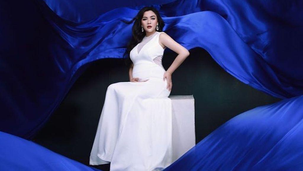 Hamil 7 Bulan, Vicky Shu Kian Cantik Mempesona
