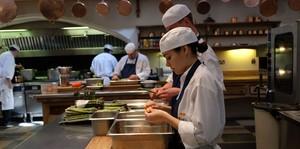 Ini Kesibukan Dapur Kerajaan di Windsor Castle Saat Menyiapkan Makanan Royal Wedding