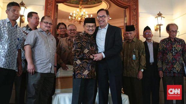 BJ Habibie, Pelarian Anwar Ibrahim Kala Keluar Masuk Bui