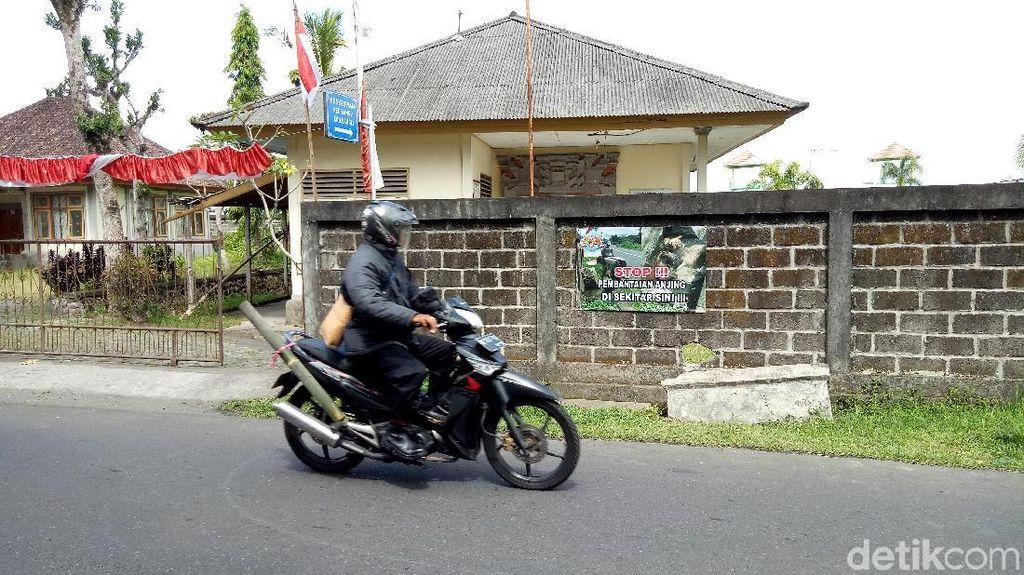 Warga Pasang Spanduk Ini Ditempat Eksekusi Anjing di Bali